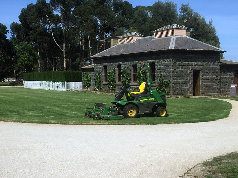 Werribee park lawn maintenance
